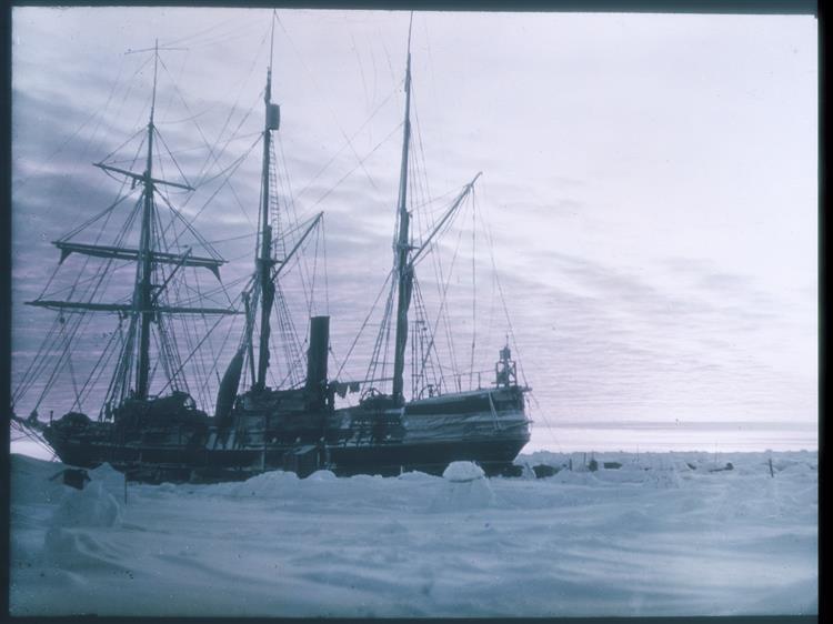 Endurance in Antarctica, 1915 - Frank Hurley