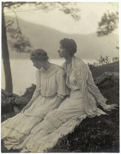 Two Women Under a Tree, 1906 - Alice Boughton