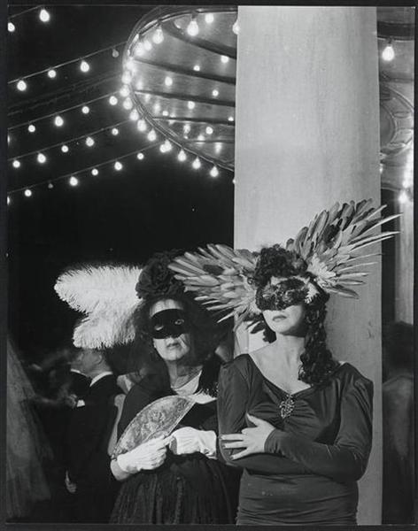 Marie-Laure de Noailles et Léonor Fini, 1946 - Брассай