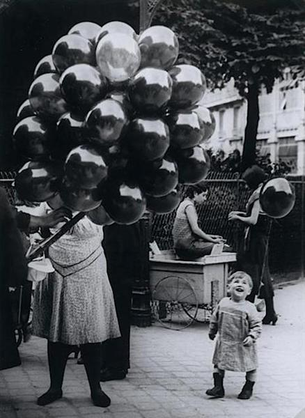 The Balloon Merchant, 1931 - Brassai