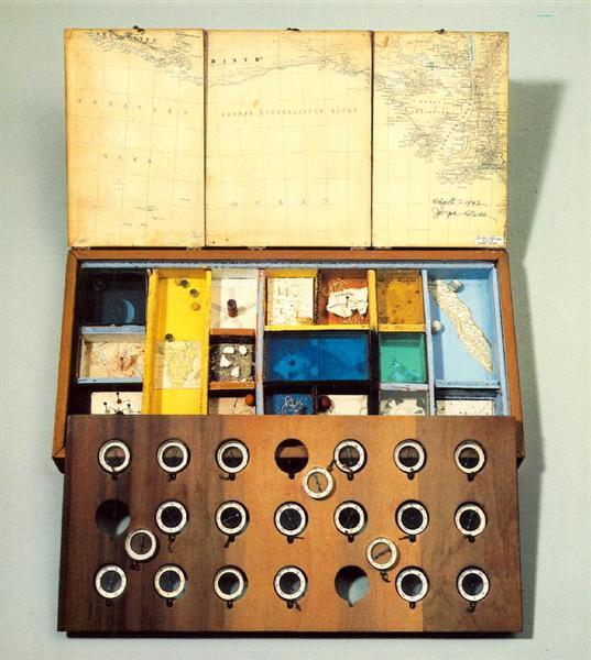 Object (Roses des Vents), 1953 - Joseph Cornell