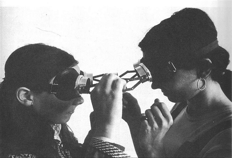 Dialogue goggles, 1968 - Lygia Clark
