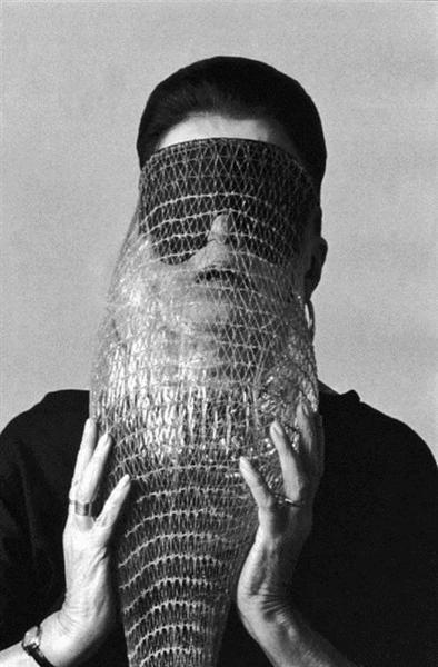 Máscara Abismo (Abyss Mask), 1968 - Lygia Clark